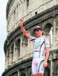<p>Danilo Di Luca a Roma all'edizione 2009 del Giro d'Italia in cui è arrivato secondo. REUTERS/Stefano Rellandini</p>