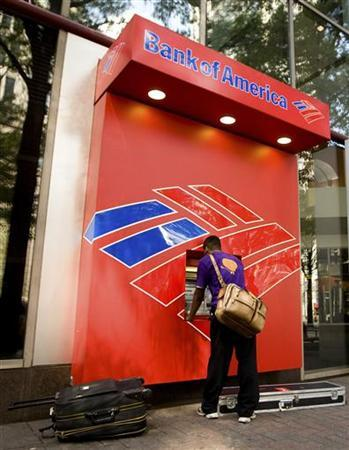 A man uses a Bank of America ATM in Charlotte, North Carolina July 17, 2009. REUTERS/Chris Keane