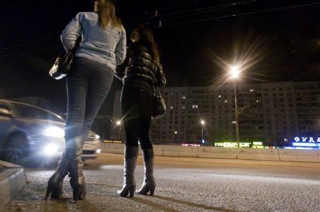 A car pulls up in front of prostitutes waiting for clients on a street in the outskirts of Moscow in this April 25, 2009 file photo. REUTERS/Thomas Peter/Files