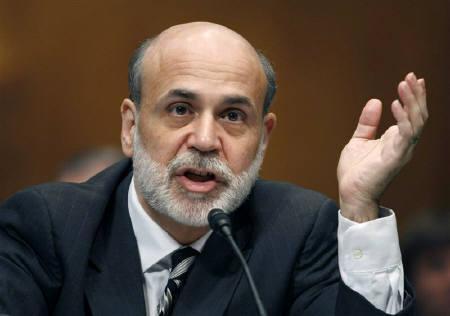 8月12日、米連邦準備理事会(FRB)は同日、8月11─12日の連邦公開市場委員会(FOMC)の声明文を発表した。写真はバーナンキFRB議長。先月、ワシントンで撮影(2009年 ロイター/Kevin Lamarque)