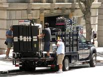 <p>Film crew members unload a truck in preparation for a television shoot in Los Angeles, California August 10, 2009. REUTERS/Fred Prouser</p>