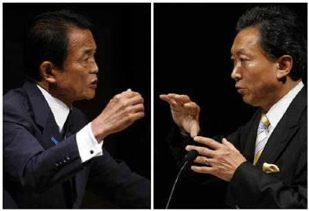 A combination photo shows Japanese Prime Minister Taro Aso (L), who is also Japan's ruling Liberal Democratic Party leader, and main opposition Democratic Party leader Yukio Hatoyama during their debate session in Tokyo August 12, 2009.  REUTERS/Issei Kato