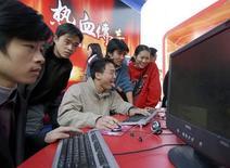 <p>Utenti cinesi al computer. REUTERS</p>