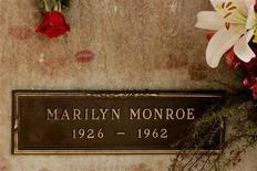 <p>Una vedova americana ha deciso di vendere la tomba di suo marito, che si trova proprio sopra quella di Marilyn Monroe, nel Westwood Village Memorial Park di Los Angeles.</p>