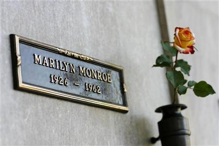 The crypt of Marilyn Monroe is pictured at the Pierce Brothers Westwood Village Memorial Park cemetery in Westwood, California August 17, 2009. REUTERS/Mario Anzuoni