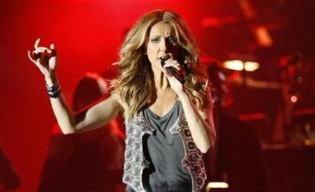 Canadian singer Celine Dion performs at the Plains of Abraham in Quebec City August 22, 2008. REUTERS/Mathieu Belanger