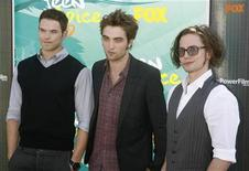 "<p>""Twilight"" film stars (L-R) Kellan Lutz, Robert Pattinson and Jackson Rathbone arrive at the Teen Choice 2009 Awards taping in Los Angeles, August 9, 2009. REUTERS/Fred Prouser</p>"