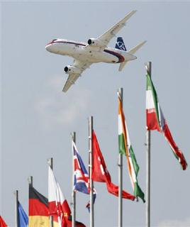 A Sukhoi Superjet 100 performs during the opening of the MAKS-2009 international air show in Zhukovsky outside Moscow, August 18, 2009.  REUTERS/Sergei Karpukhin