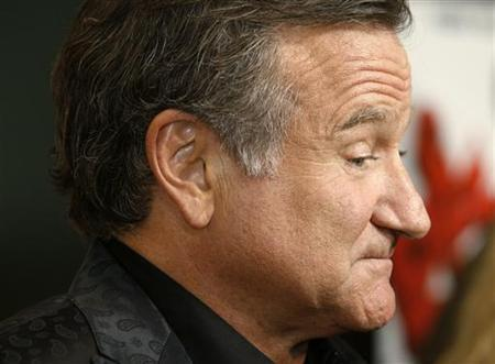 Actor Robin Williams, star of the film ''World's Greatest Dad'', poses at the film's premiere in Los Angeles, California August 13, 2009. REUTERS/Fred Prouser