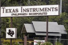 <p>Foto de archivo de una planta de Texas Instruments en Loakan, Filipinas, 3 mayo 2007. Texas Instruments Inc acordó la compra de la unidad en Estados Unidos de la compañía tecnológica alemana en quiebra Qimonda AG por 172,5 millones de dólares, según documentos judiciales. REUTERS/STRINGER</p>