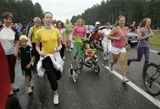 <p>People participate in the Baltic Run event near Riga August 23, 2009. More than 50,000 people from Latvia, Lithuania and Estonia participated in the 680-km (423-mile) relay from Vilnius and Tallinn to Riga to commemorate the Baltic Way human chain that took place on August 23, 1989. REUTERS/Ints Kalnins</p>