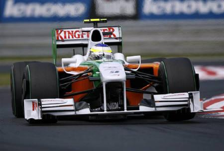 Force India Formula One driver Giancarlo Fisichella of Italy drives during the Hungarian F1 Grand Prix at the Hungaroring circuit near Budapest in this July 26, 2009 file photo. REUTERS/Stoyan Nenov/Files