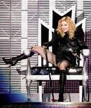 """<p>Мадонна выступает в рамках турне """"Sticky and Sweet"""" в Белграде 24 августа 2009 года. Болгарская православная церковь осудила Мадонну за ее неуважительное и нетерпимое отношение к христианам. REUTERS/Stringer</p>"""