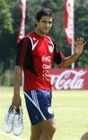 <p>Foto de arquivo do jogador do Paraguai Roque Santa Cruz. 03/09/2008. REUTERS/Jorge Adorno</p>