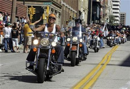 Harley-Davidson motorcycle riders parade through the streets to celebrate the 105th anniversary of Harley with five days of food, drink, and music in Milwaukee, Wisconsin August 30, 2008. REUTERS/Allen Fredrickson