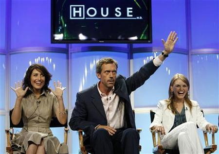 Cast member Hugh Laurie (C) gestures next to co-stars Lisa Edelstein (L) and Jennifer Morrison during the panel for the FOX television series ''House M.D.'' at the Television Critics Association Summer Press Tour in Beverly Hills, California, July 23, 2007. REUTERS/Mario Anzuoni