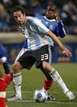 <p>Jonás Gutiérrez se contundiu e não poderá jogar para a seleção argentina contra Brasil e Paraguai na eliminatória sul-americana da Copa do Mundo de 2010, na África do Sul, anunciou oficialmente o médico da Argentina. REUTERS/Philippe Laurenson (FRANCE)</p>