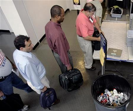Passengers at a security checkpoint at Logan International Airport in Boston, August 10, 2006. REUTERS/Brian Snyder