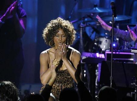 Singer Whitney Houston blows kisses at the crowd at the conclusion of her performance at the 2009 Grammy Salute to Industry Icons event, honoring Clive Davis in Beverly Hills, California February 7, 2009. REUTERS/Mario Anzuoni