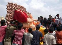 "<p>Devotees carry an idol of Lord ""Ganesha"", the Hindu deity of prosperity, on a road in the western Indian city of Ahmedabad August 23, 2009. REUTERS/Amit Dave</p>"