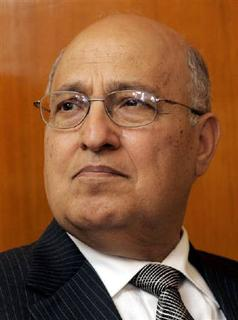 Former Palestinian Foreign Minister Nabil Shaath in Moscow in this June 7, 2006 file photo. Shaath said only a full settlement freeze without exceptions or ''loopholes'' and an Israeli commitment to establishing a Palestinian state would be enough to bring Abbas back to the negotiating table.  REUTERS/Sergei Karpukhin