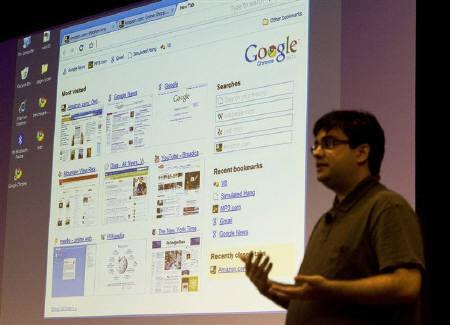 8月31日、米グーグルがソニー製一部パソコンにブラウザー「クローム」搭載へ。写真はクロームについて説明するグーグルのエンジニア。カリフォルニア州マウンテンビューで昨年9月撮影(2009年 ロイター/Kimberly White)