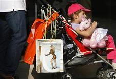 <p>Shopping bags rest on the handles of a buggy in the exclusive New Bond Street, renowned for its jewelry and designer retailers, in London, August 24, 2009. REUTERS/Luke MacGregor</p>