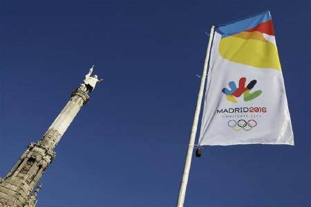 A banner with the logo for the promotion of Madrid as the host city of the 2016 Olympic games is displayed near a Cristobal Colon sculpture in downtown Madrid in this May 4, 2009 file photo. REUTERS/Juan Medina/Files