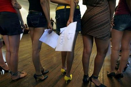 Models look on during auditions for an upcoming fashion week in Mumbai August 20, 2008. REUTERS/Arko Datta