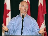 <p>New Democratic Party leader Jack Layton responds to questions about the possibility of federal fall election during a news conference at the Delta Barrington hotel in Halifax, Nova Scotia, September 3, 2009. REUTERS/Paul Darrow</p>