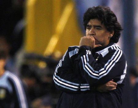 Argentina head coach Diego Maradona looks on during their World Cup 2010 qualifying soccer match against Brazil in Rosario, September 5, 2009 REUTERS/Enrique Marcarian