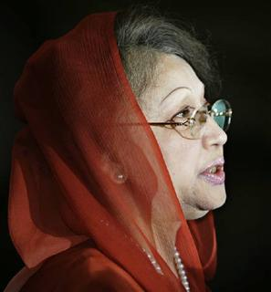 Bangladesh Nationalist Party (BNP) chairperson Begum Khaleda Zia speaks during a meeting in Dhaka July 18, 2009. REUTERS/Andrew Biraj/Files