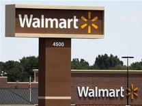 <p>Crisi, americani meno materialisti: meglio Wal-Mart che Tiffany. REUTERS/Rick Wilking</p>