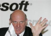 <p>Foto de archivo del presidente ejecutivo de Microsoft, Steve Ballmer, durante una conferencia de prensa en Moscú, 20 abr 2009. El ente antimonopolios de Rusia dijo el lunes que cerró una investigación contra Microsoft tras no poder probar que violó leyes con una reducción en el suministro de su sistema operativo Windows XP. REUTERS/Alexander Natruskin</p>