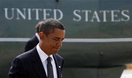 <p>El presidente de Estados Unidos, Barack Obama, previo a su ingreso al Air Force One en el aeropuerto John F. Kennedy en Nueva York, 9 sep 2009. El presidente de Estados Unidos, Barack Obama, abordará el miércoles el debate sobre su prioridad en política interna, la reforma al sistema de salud, con un discurso ante el Congreso. REUTERS/Jim Young</p>