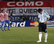 <p>Paraguai derrota Argentina e garante vaga na Copa 2010. REUTERS/Stringer</p>