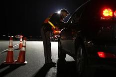 <p>A Jefferson County Sheriff Deputy asks a driver if he has been drinking while smelling for alcohol at a mobile Driving Under the Influence (DUI) checkpoint in Golden, Colorado late April 12, 2008. REUTERS/Rick Wilking</p>