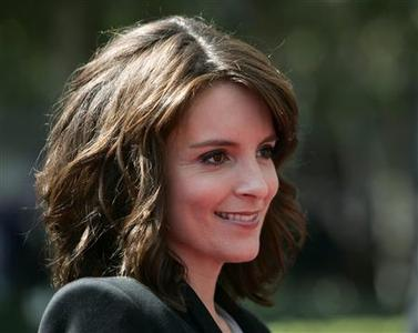 Actress Tina Fey arrives at the 2009 Primetime Creative Arts Emmy Awards in Los Angeles, September 12, 2009. REUTERS/Danny Moloshok