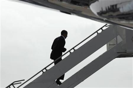 US President Barack Obama boards Air Force One after a rally for his health insurance reform initiatives in Minneapolis, Minnesota, September 12, 2009. REUTERS/Jonathan Ernst