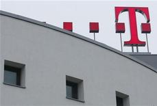 <p>Il simbolo di Deutsche Telekom nel quartier generale di Bonn. REUTERS/Ina Fassbender</p>