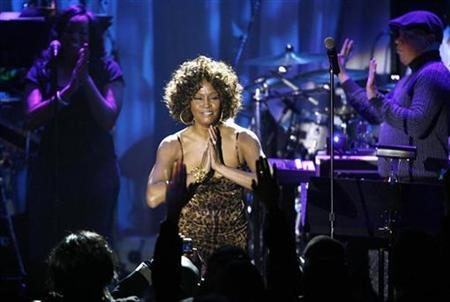 Whitney Houston thanks the crowd at the conclusion of her performance at the 2009 Grammy Salute to Industry Icons event, honoring Clive Davis in Beverly Hills, California February 7, 2009. REUTERS/Mario Anzuoni