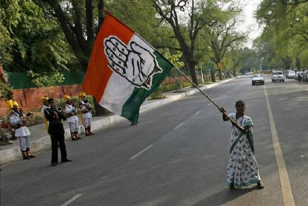 A supporter waves a Congress party flag in front of the residence of Congress Party chief Sonia Gandhi in New Delhi in this May 18, 2009 file photo. REUTERS/Arko Datta/Files