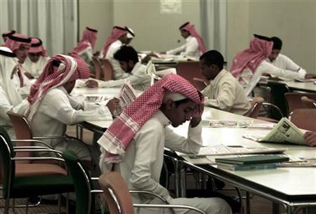 Saudi students study in the Prince Salman Library at the King Saud University in Riyadh October 30, 2002. REUTERS/Ali Jarekji