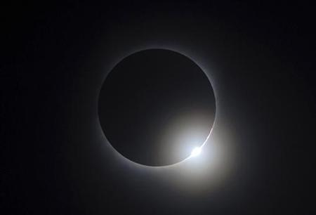The moon passes between the sun and the earth during a solar eclipse as seen in Changsha, Hunan province July 22, 2009.REUTERS/Stringer