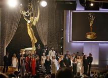 """<p>O elenco da novela norte-americana """"Guiding Light""""participou de seu último Emmy, em Los Angeles, em 30 de agosoto. REUTERS/Danny Moloshok</p>"""