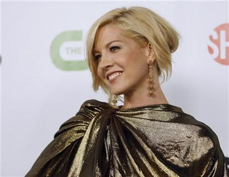 Actress Jenna Elfman poses at a CBS, CW, CBS Television Studios and Showtime party for the Television Critics Association Cable summer press tour at the Huntington Library in San Marino, California August 3, 2009. REUTERS/Mario Anzuoni
