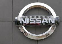 <p>El fabricante japonés de automóviles Nissan dijo el lunes que recortará temporalmente 1.948 puestos de trabajo en España por la caída en sus ventas. En la planta de Barcelona -que agrupa los centros de Zona Franca, Montcada y Puerto de Barcelona- trabajan cerca de 2.900 personas. Hace un año, esta planta especializada en utilitarios y modelos 4x4 ocupaba todavía a 4.500 personas. REUTERS/Toru Hanai/Archivo</p>