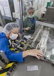 <p>Un impianto di produzione del vaccino contro il virus H1N1. REUTERS/Felix Ordonez (SPAIN HEALTH POLITICS)</p>