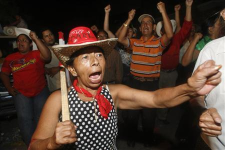A supporter of Honduras' ousted President Manuel Zelaya shouts slogans outside the Brazilian embassy in Tegucigalpa September 21, 2009. REUTERS/Oswaldo Rivas
