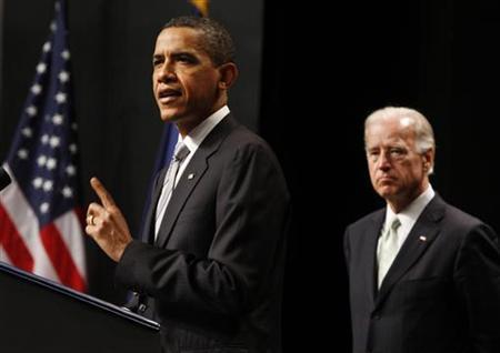 President Barack Obama speaks about the post - 9/11 GI Bill alongside Vice President Joe Biden at George Mason University in Virginia, August 3, 2009. REUTERS/Jason Reed